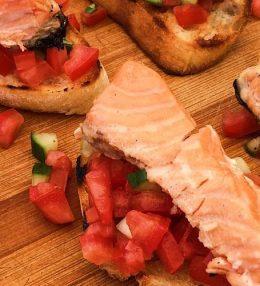 Bruschetta met tomaat en Zalm