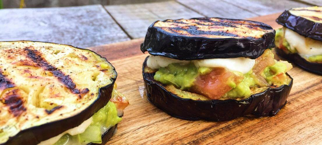 Aubergin met Advocado salsa
