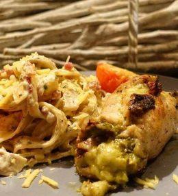 Tagliatelle met Gevulde Pesto Kipfilet van de BBQ