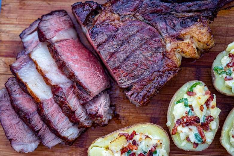 tomahawk steak BBQ