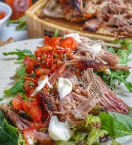 BBQ Pulled Lamb Wrap met tomatensalsa