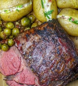 Ribeye Roast met gepofte aardappelen van de BBQ