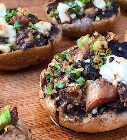 Gevulde champignons van de BBQ