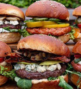 6 verschillende Hamburger recepten van de BBQ met eenvoudige toppings