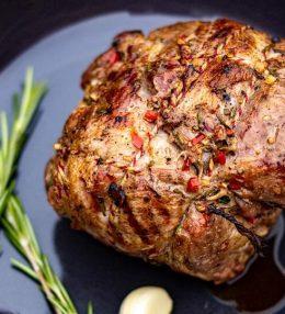 Gevulde lamsbout van de BBQ