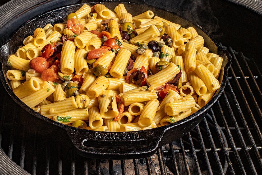 steak pasta in skillet
