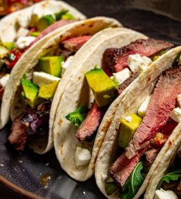 Steak taco met chimichurri saus