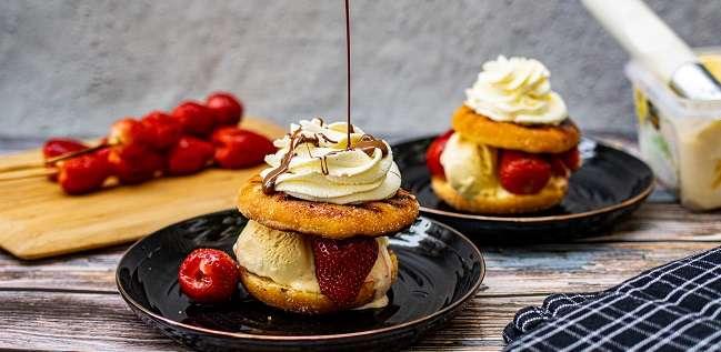 aardbeien donut met chocolade