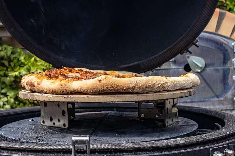 pizza op kamado